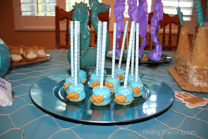 Goldfish-Marshmallow-Pops-on-Table