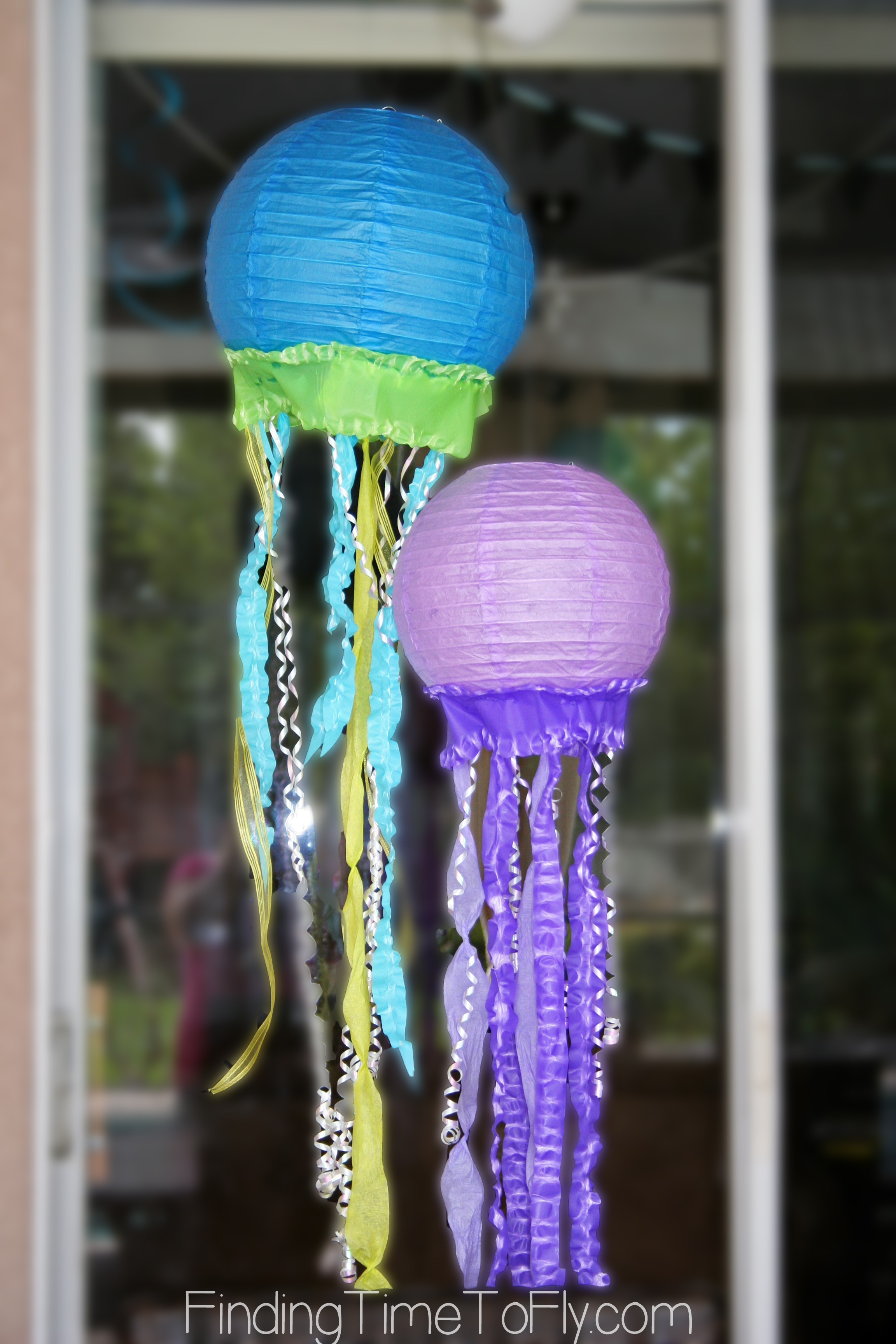 mermaid-under-the-sea-party-jellyfish-lanterns-1