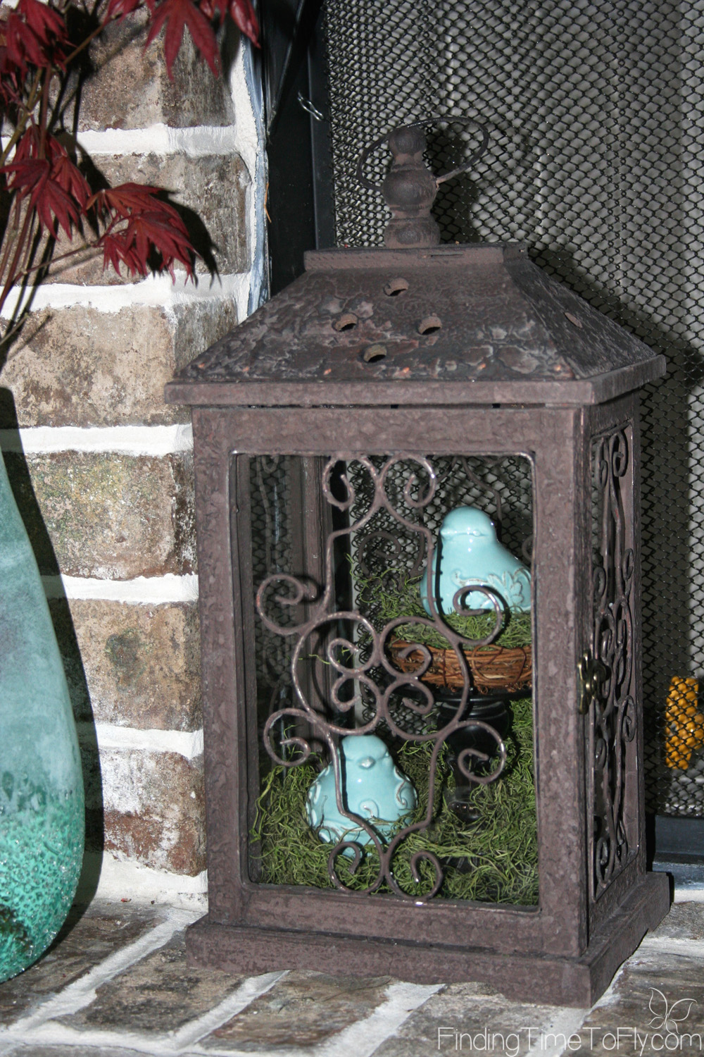 This year I kept my mantles uncluttered going with simple spring fireplace mantle decor. Get spring mantle ideas here!